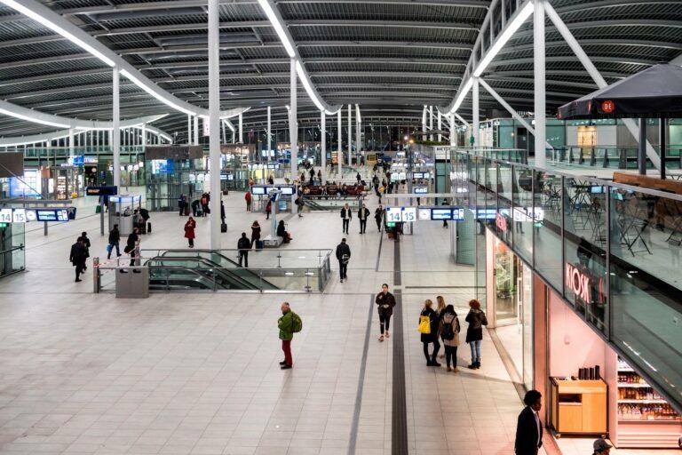 Utrecht Centraal: groot deel nieuwe hal open!